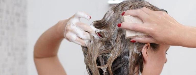 Haar wassen met shampoo bar