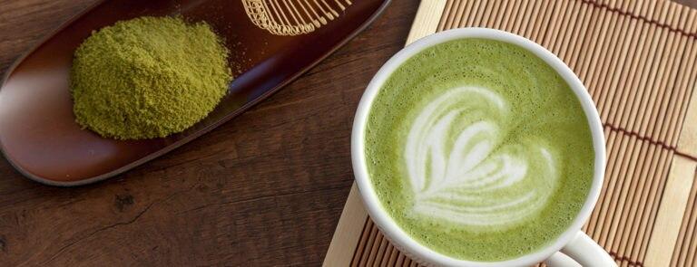Zelf Matcha latte maken