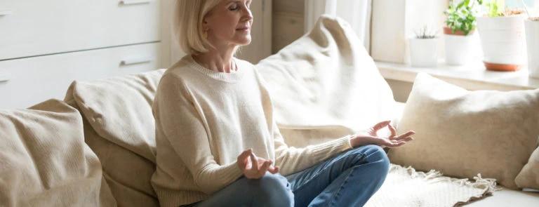 binnenblijftips: dame medideert