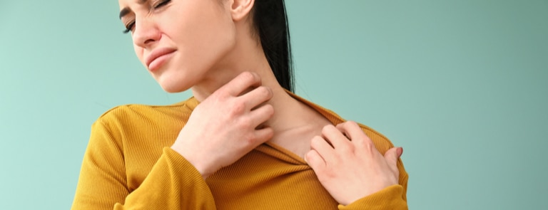 woman with itchy skin on neck
