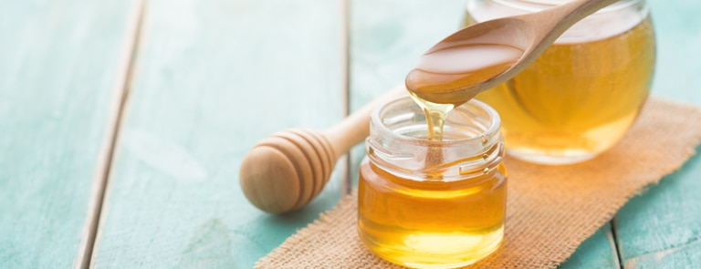 honey pot with wooden spoon