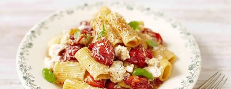 Roasted tomato and garlic rigatoni