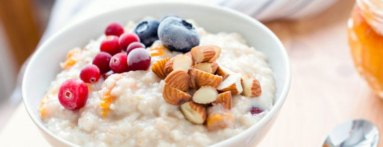 10 easy ways to supercharge your day with almonds