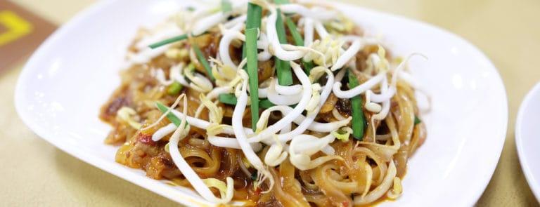 Tofu and asparagus pad thai