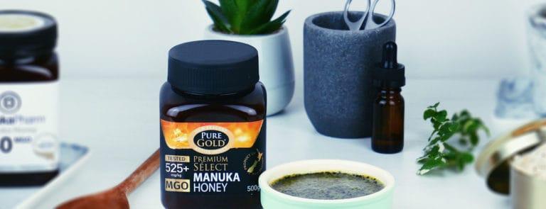 Matcha tea and manuka honey face mask