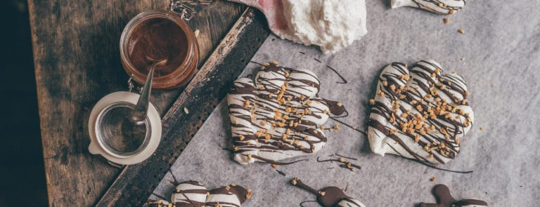 Vegan Meringues with Cacao Drizzle
