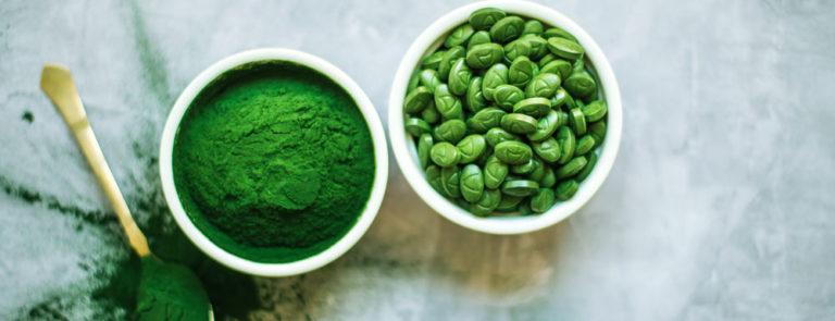 spirulina powder and capsules