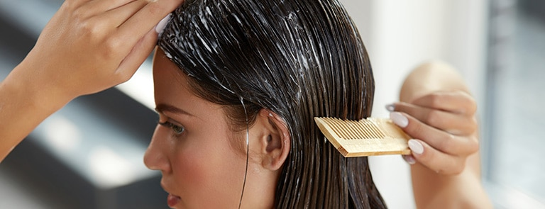 Dry hair: Causes and treatments image