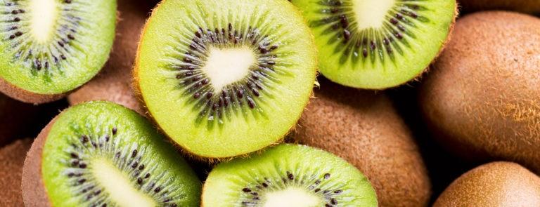 The health benefits of eating kiwi fruit skin image