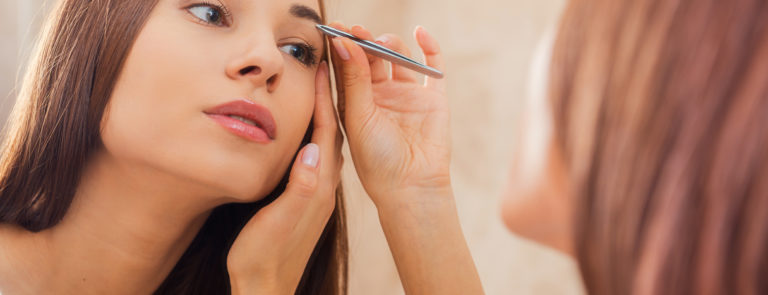 How to pluck eyebrows image