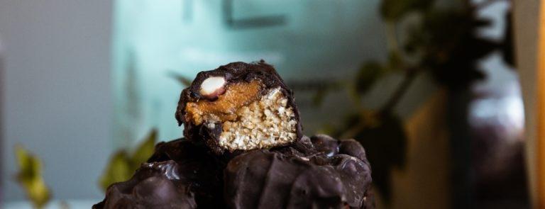 Nougat & Caramel Protein Bar Recipe image